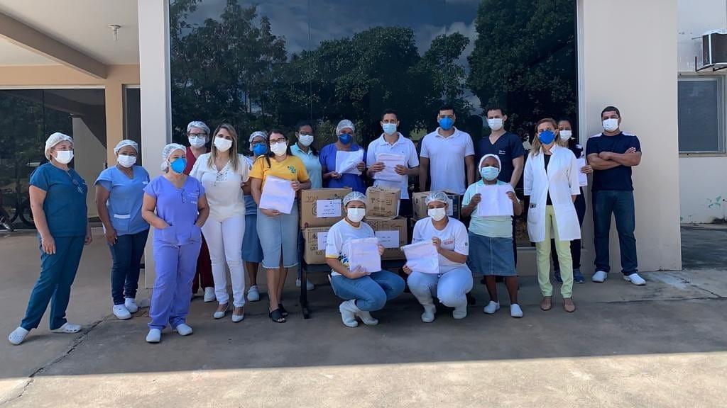 Hospital de Mirabela recebe doação de jalecos e lençóis